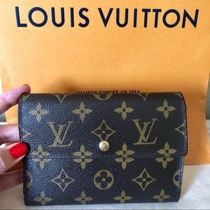 Louis Vuitton Brown Monogram Trifold Wallet Auth